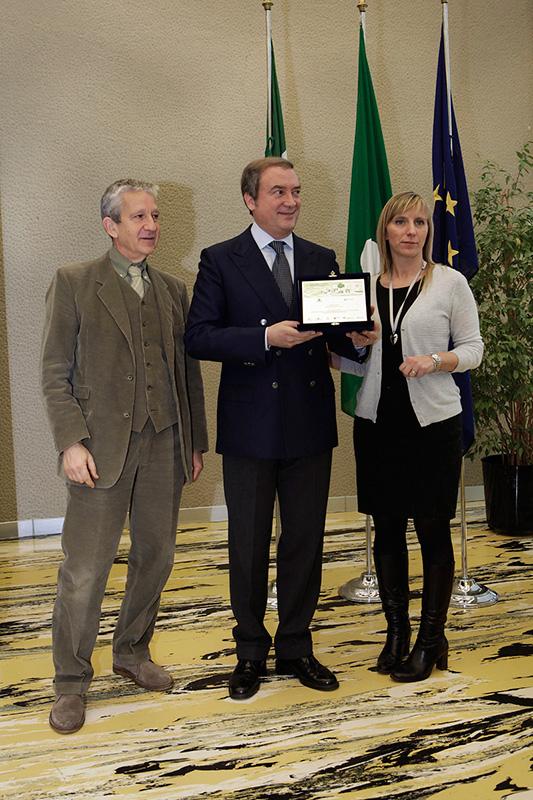 """Legambiente e Regione Lombardia hanno conferito a Directa Plus il premio """"Award Innovation friend of the Environment"""" come """"Prima società a usare grafene nelle ruote da bicicletta"""" (2013)"""